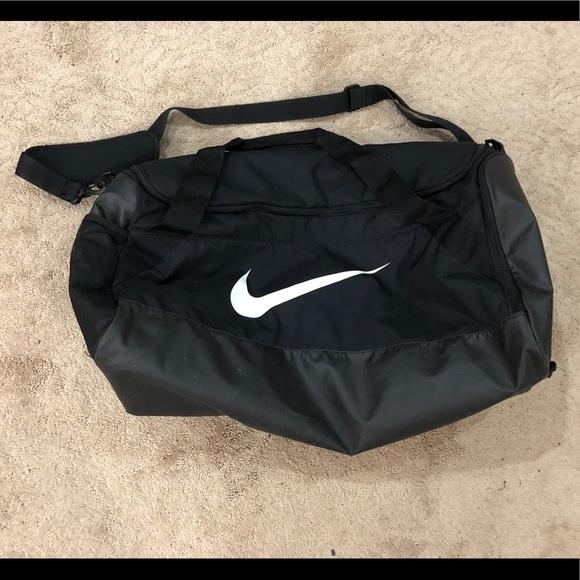 Nike Extra Large Black Duffle Gym Bag. M 5b6652d674359bce2153cb3e da5025b10a